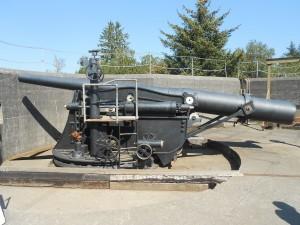 artillery gun at fort stevens state park