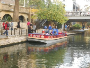 river walk san antonio boats